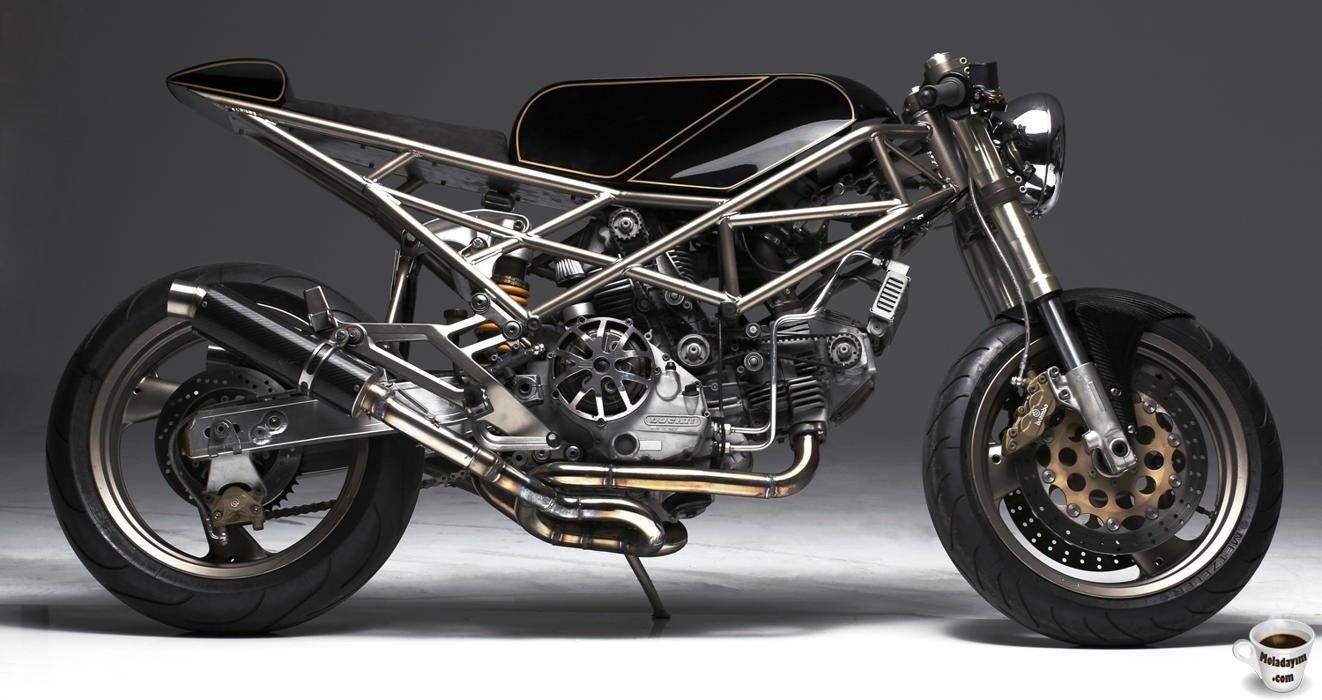 ducati-monster-900-Motorcycle