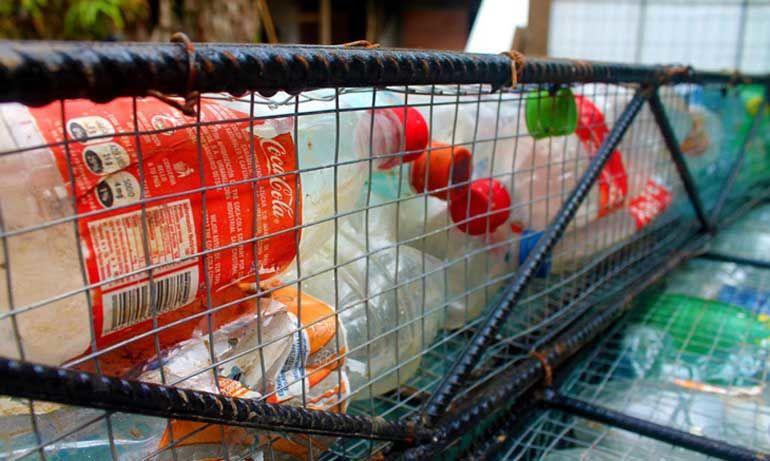 plastik-siseden-koy-kuruluyor-1